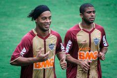 Ronaldinho ya está a órdenes de su nuevo equipo Atlético Mineiro. / EFE