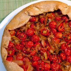 A torta de tomates cereja pode ser servida em porções individuais como entrada.
