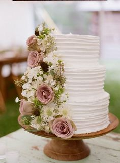 Dusty Rose Spring Wedding Color Inspirations: White bridal gown and Dusty rose bridesmaid dresses, pure white wedding cakes with some dusty rose, dusty rose wedding centerpieces in gold vases and dusty rose table numbers. Pretty Wedding Cakes, Wedding Cake Roses, Dusty Rose Wedding, Floral Wedding Cakes, Wedding Cake Rustic, Wedding Bouquets, Gold Wedding, Wedding White, Trendy Wedding