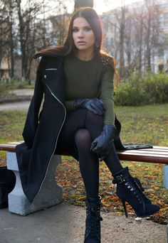 closet ideas fashion Casual-chic Outfit Idea for Fall Casual Chic Outfits, Edgy Fall Outfits, Winter Outfits, Fashion Diva Design, Pantyhosed Legs, Pullover Outfit, Winter Stil, Stylish Boots, Winter Boots