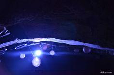 Des jeux d'ombres et de lumières, une musique voluptueuse qui accompagnent la métamorphose de ces grottes troglodytiques.