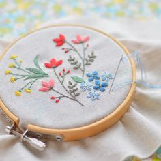 1,008 отметок «Нравится», 14 комментариев — アトリエ*ノート (@tomo_atelier) в Instagram: «Cross stitching is also good, but I love flower embroidery! . クロスステッチもいいけれど、やっぱり花の刺繍が大好き! #刺繍…»