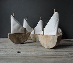 Portes serviettes en forme de petits bateaux!