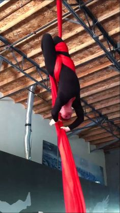Aerial Silks - CandyCane Drop  This. This is what I want to learn. It will kick my ass sure but I must.