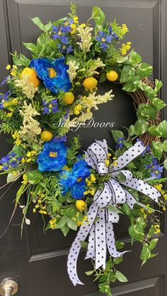 Custom And Unique Door Wreaths Summer Door Wreaths, Spring Wreaths, Southern Belle, Projects To Try, Floral Wreaths, Diy Crafts, Halloween, Fun Things, Creative