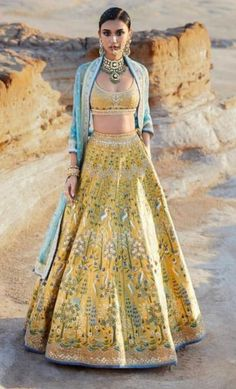 Thinking Indian bridal outfits? Go ahead and check out the best Ethnic Indian wear outfit ideas for weddings in Let your roots make you look glamrous. Mehendi Outfits, Indian Bridal Outfits, Indian Bridal Wear, Indian Designer Outfits, Bridal Dresses, Indian Designers, Pakistani Bridal, Lehnga Dress, Lehenga Choli