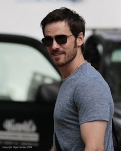 Hello hook!! holy shit just come to me Killian Jones, Colin O'donoghue, Emma Swan, Once Upon A Time, Kingston, Robin Hood, Outlaw Queen, Logan Lerman, Hommes Sexy