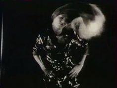 Jane Birkin dans Comment réussir quand on est con et pleurnichard de Michel Audiard