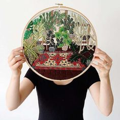 Les délicates illustrations brodées l'artiste américaine Sarah K. Benning, qui imagine des compositions douces et naturelles remplies de plantes et de fle
