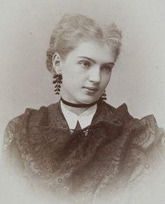 lamus-dworski: Atelier of Jan Mieczkowski (1830-1889) in Warsaw, Poland: portrait of dancer Urania Eifler, c. 1869 [via Polona].