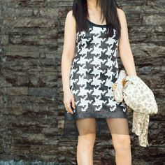 Yoana Baraschi Mod Houndstooth Sequin Dress Size 4 Dance the night away in this black and white body con dress. Side zipper. Never worn, new with tags. Gorgeous workmanship! You will love this dress!!!!! Yoana Baraschi Dresses Midi