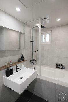 Bathroom Interior Design, Interior Design Living Room, Home Goods Decor, Minimalist Interior, Interior Styling, Home Art, Tub, Room Decor, House