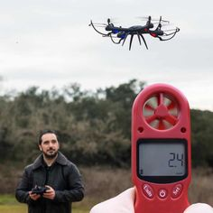 A weather station in your pocket! The ennoLogic anemometer measures 8 weather parameters. Drone Photography, Photography And Videography, Gadgets And Gizmos, Cool Gadgets, Heat Index, Smartphone, Temperature And Humidity, Weather Conditions, Chill