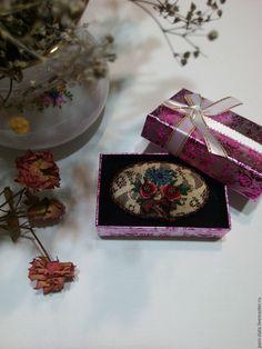 """Купить брошь с вышивкой """"Праздничная"""" 3 - комбинированный, брошь, винтажный стиль, брошки, вышивка ручная"""
