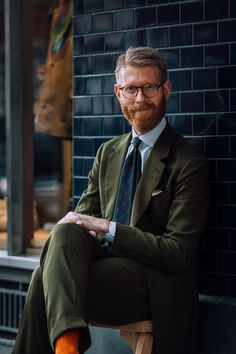 The Accidental Influencer, An Interview With Olof Nithenius They create cotton suit. Gentleman Mode, Gentleman Style, English Gentleman, Costume Anglais, Turtleneck Suit, Color Verde Militar, British Style Men, Gentlemans Club, Fade Styles
