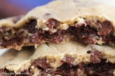 """Brownie Stuffed Chocolate Chip Cookies from Picky Palate. Also commonly known as """"Pillow Cookies"""". Crispy Chocolate Chip Cookies, Semi Sweet Chocolate Chips, Brownie Cookies, Cookie Desserts, Just Desserts, Cookie Recipes, Delicious Desserts, Dessert Recipes, Yummy Food"""