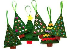 Felt Christmas tree ornaments - could glue on buttons, ribbon, etc. Christmas Crafts For Gifts, Christmas Toys, Christmas Activities, Christmas Wishes, Christmas Projects, Handmade Christmas, Christmas Tree Ornaments, Christmas Holidays, Christmas Decorations