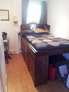 DIY Bedroom Furniture Ideas for Small Spaces | http://diyready.com/26-ingenius-diy-ideas-for-small-spaces/
