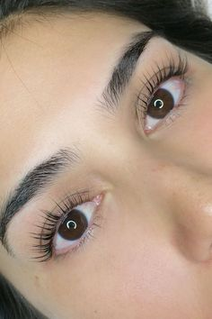 Lash Extensions - Care - Skin care , beauty ideas and skin care tips Natural Fake Eyelashes, Short Eyelashes, Longer Eyelashes, Long Lashes, Eyelash Lift And Tint, Eyelash Tinting, Eyelash Perm, Eyelash Extensions Styles, Natural Looking Eyelash Extensions