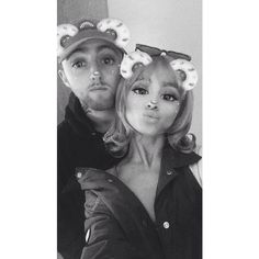 I miss Mac Miller soo much. Be was the funniest person I've seen, the perfect boy to a girl. He made Ari so happy. Love u Mac. Mac Miller And Ariana Grande, Ariana Grande Mac, Ariana Grande Fotos, Ariana Grande Pictures, Ariana Geande, Barack Obama, Snapchat, Saga Harry Potter, Dangerous Woman