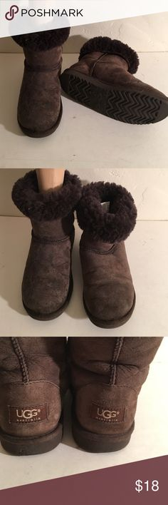 UGG CLASSIC SHORT FUR LINED BOOTS SIZE 6 PREOWNED WORN SOME COSMETIC SIGNS OF WEAR UGG 5251 SHORT CLASSIC BOOTS BROWN FUR LINED UGG Shoes Winter & Rain Boots