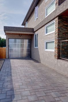 Verano is a geometric paver with a smooth, untumbled surface, making it a great contemporary option for driveways and patios.