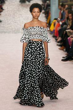 The complete Carolina Herrera Spring 2019 Ready-to-Wear fashion show now on Vogue Runway. Black Women Fashion, Trendy Fashion, Fashion Looks, Womens Fashion, Fashion Brands, Fashion Top, Trendy Style, Cheap Fashion, Fashion Online