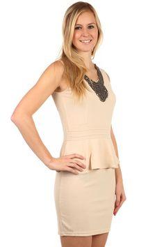 8219f807b0f Krátké elegantní šaty s volánem - koupit online na Glara.cz  damskesaty   dámskéšaty