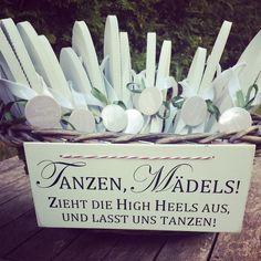 liebelein-will: Flip Flops | Hochzeitsgäste | Schuhe | Mädels | Hochzeit | Korb | gefunden bei DaWanda Zartbesaitet
