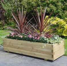 Beautiful Outdoor Summer Planter To Beautify Your Garden 03 Large Wooden Planters, Wooden Patios, Rustic Planters, Rectangular Planters, Patio Planters, Planter Garden, Backyard Patio, Garden Plants, Vegetable Planters