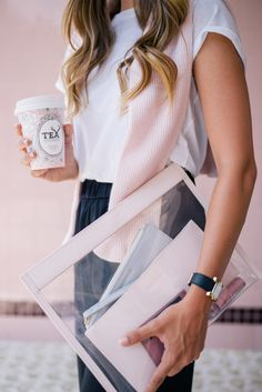 Gal Meets Glam Truffle Clutch - The Lady and The Sailor Tee, Chinti and Parker sweater and Vince pants Photoshoot Inspiration, Mode Inspiration, Boss Lady, Girl Boss, Foto Casual, Dress Hairstyles, Gal Meets Glam, Simple Dresses, Fashion Handbags