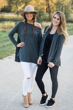 frikkin amazing Card frikkin amazing Cardimom poncho and cardigan looks so cute! Athleisure casual preggo/maternity and nursing if u want. Maternity Fashion, Pregnancy Fashion, Casual Maternity, Maternity Wear, Thing 1, Mom Blogs, New Moms, Summer Outfits, Winter Outfits