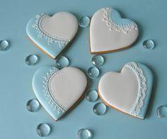 kék-fehér mézeskalács esküvői köszönőajándék csipkedísszel