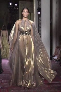 Stunning Beige Halter Empire Waist Evening Maxi Dress / Evening Gown with a Cape.Stunning Beige Halter Empire Waist Evening Maxi Dress / Evening Gown with a Cape and a Train. Style Couture, Couture Fashion, Runway Fashion, Fashion Models, Couture Looks, Elegant Dresses, Pretty Dresses, Awesome Dresses, Mode Outfits
