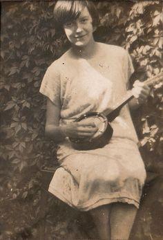 girl and banjolele, 1920s