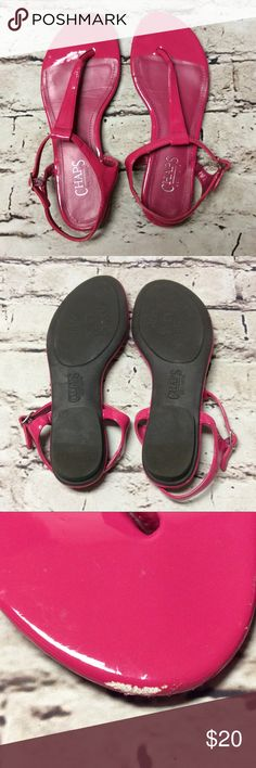 SZ 8 CHAPS BRIGHT PINK THONG STYLE SANDALS Pretty pink sandals with a couple of scuffs on the toe. All else is perfect. Chaps Shoes Sandals