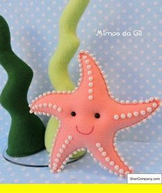 Felt starfish with pearlsFelt crafts bag and Christmas Felt Crafts Templates.Colorful and unique felt crafts - an overview.a happy starfish :)Felt crafts - how creative are you? Kids Crafts, Easy Felt Crafts, Science Crafts, Wood Crafts, Sewing Projects, Craft Projects, Felt Fish, Felt Crafts Patterns, Loom Patterns