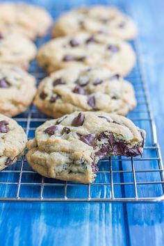 Stay Soft Chocolate Chip Cookies: Thick, pillowy chocolate chip cookies that are quick and easy to make and stay soft for days! Yummy Recipes, Fun Baking Recipes, Delicious Desserts, Dessert Recipes, Yummy Food, Healthy Food, Chocolate Chip Cookies Rezept, Chocolate Cookie Recipes, Best Chocolate Chip Cookie