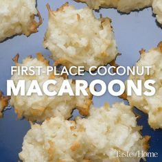 First-Place Coconut Macaroons - These coconut macaroon cookies earned me a first-place ribbon at the county fair. They remain my hu - Kokos Desserts, Coconut Desserts, Coconut Cookies, Yummy Cookies, Delicious Desserts, Easy Coconut Macaroons, Delicious Chocolate, Cookies Soft, Cream Cookies