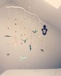 Sweet dreams! Une pièce unique #origamis #origami #mobilebebe #mobileorigamis #room #decochambreenfant #decobebe #babysroom #lovemyjob #washi #washipaper #papillons #butterfly #origamibutterfly #origamicrane #origamifish #branchesdeco #branche #branches #idmobile #wood #bois #perlesbois #SuperGreenMe #artisanat #artisanatbelge #belgique #diy #colorful #love