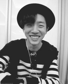 HIS SMILE! HIS HAIR! JDJFOCNDLSJXSÜS! the bang yongguk feels are so strong xd