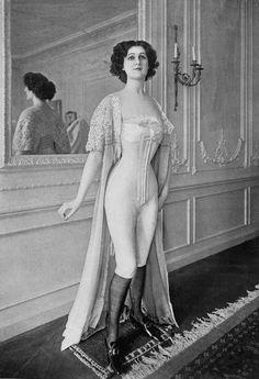 Source : Les Modes, décembre 1908 (gallica.bnf.fr Bibliothèque Nationale de France)