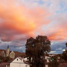 'n Skilderagtige sonsondergang in die rustige dutjiesdorp, Merweville. Small Towns, Clouds, Nature, Outdoor, Outdoors, Naturaleza, Outdoor Games, Outdoor Living