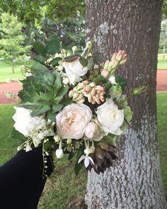 B R I D E   at @bendooleyestate  #bridalbouquet #countryweddings #organicstyle #natural #southernhighlandswedding #weddingflowers #bouquet #stylist #weddungbouquet #bendooleyestate #meganandmooks
