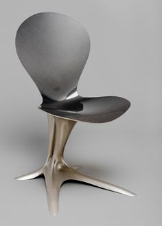 Philipp Aduatz | What a fun piece! Part tulip, part bird talon? Whatever the inspiration is for this nature-inspired piece, it has real energy and movement to it.