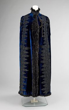 Evening Cape, House of Pingat 1885, French, Made of islk