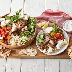 Recette de salade style Souvlaki au poulet et Feta de Saputo Lunch Recipes, Salad Recipes, Cooking Recipes, Chicken Souvlaki, Chicken Marinade Recipes, Goat Cheese Salad, Feta, Greek Recipes, Main Meals