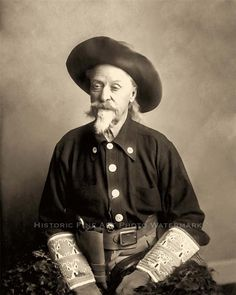 Buffalo Bill Cody last wild west show. Buffalo Bills, Old West Photos, Wild West Show, The Lone Ranger, American Frontier, Cowboys And Indians, Cowboy Art, American History, American Women