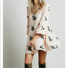 Brand new free people dress Brand new never worn. All offer through the OFFER BUTTON ONLY please Free People Dresses Midi