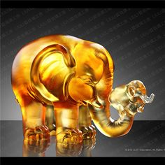 A push forward the Fortune | 幸福推手 Handcrafted Glass Art Elephant figurine made by Liuli Crystal Art.
